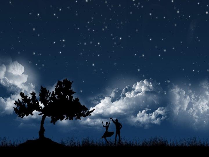 couple_dancing_under_moon_light